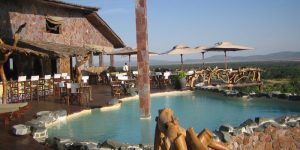 serengeti lodge piscina esterna