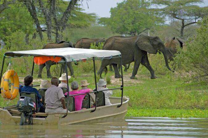 Arrival in Selous + Safari by Boat